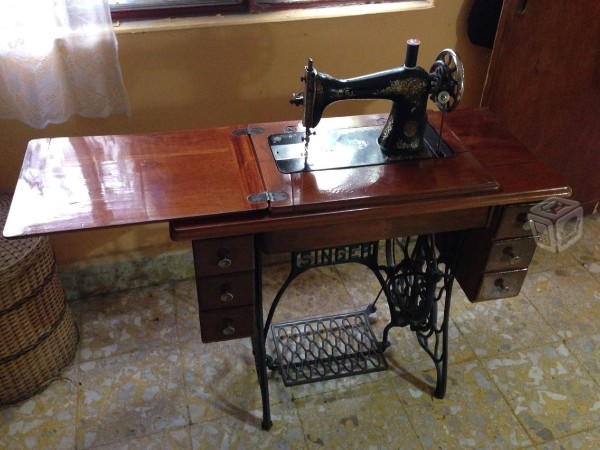 File:Maquina de coser - Sewing machine.jpg