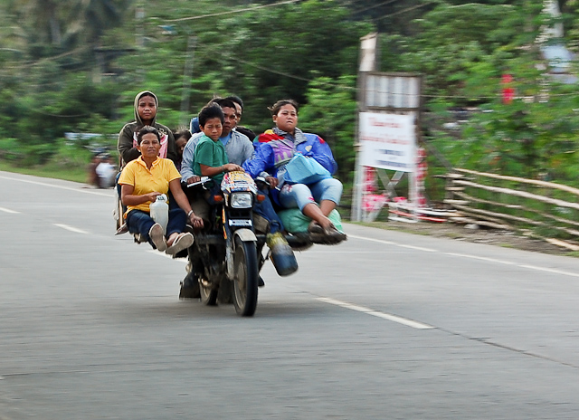 File:Abal abal - motorcycle with lots of passengers.jpg