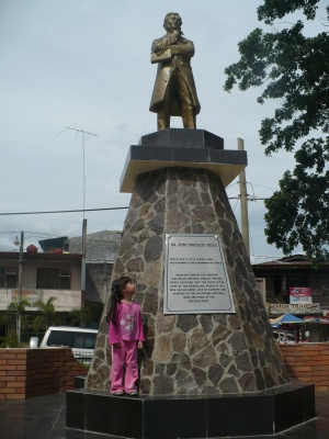 Digos city jose rizal monument 01.jpg