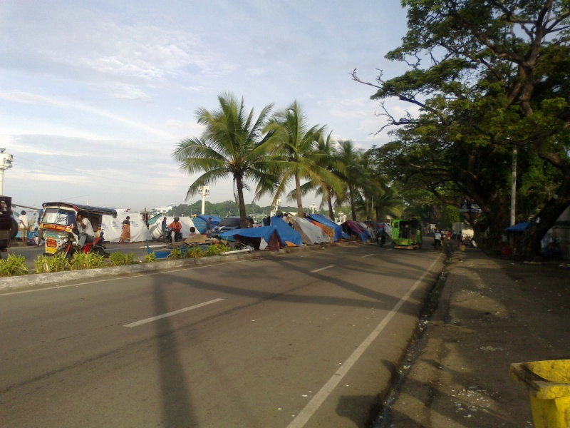 File:R.T. Lim Blvd. - Cawa Cawa Blvd. Turned into a Tent refugee area, Sto. Niño Zamboanga City Philippines 1.jpg