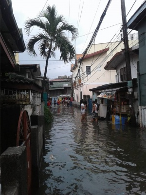 Flooding at Sanchez St. and Mesina St., Tinajeros, Malabon City.jpg