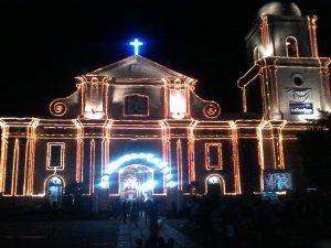 Imus Cathedral during night a week before Christmas.jpg
